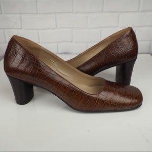 Naturalizer Candice 10 brown croc embossed heels